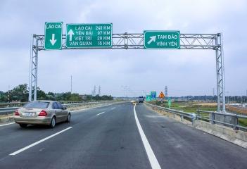 Điện chiếu sáng tuyến cao tốc Nội Bài - Lào Cai (245KM)